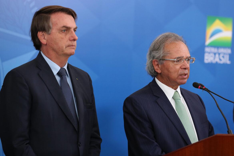 Guedes atrasa auxílio, 28 milhões ficam de fora e maioria deve receber apenas R$150