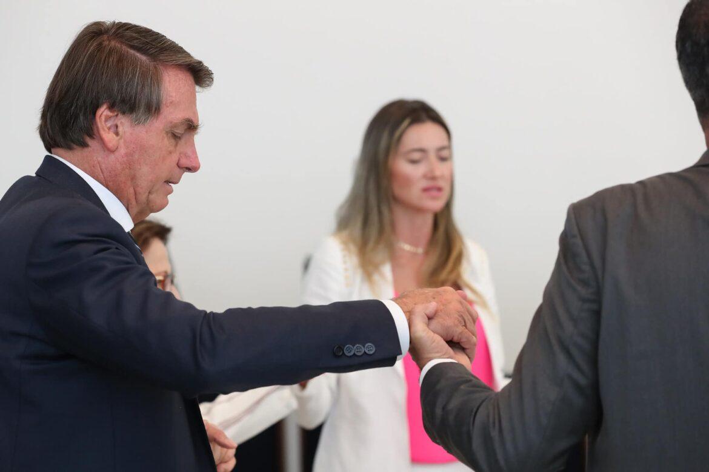 Popularidade de Bolsonaro despenca e chega à 35.5% de péssimo