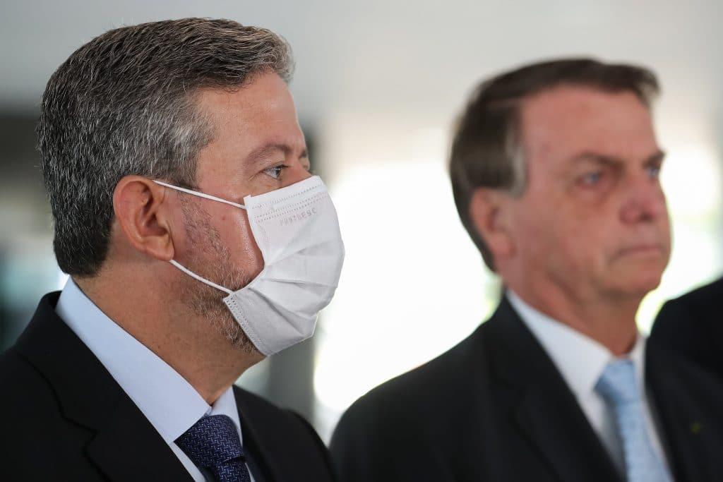 Lira diz a Bolsonaro que Câmara vai confirmar prisão de Daniel Silveira