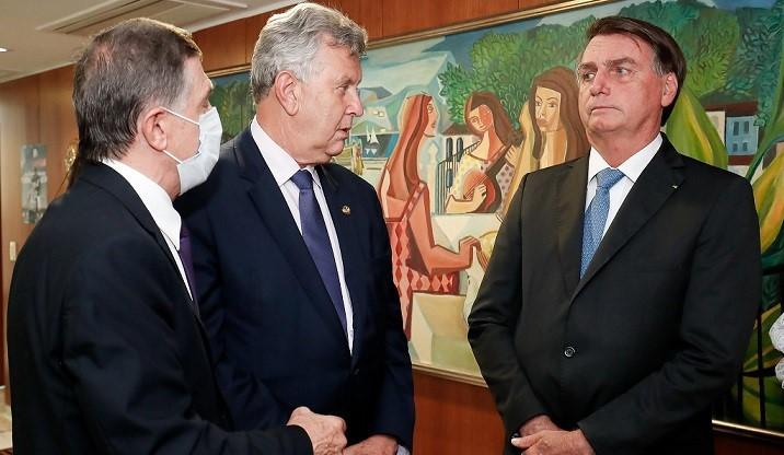 Integrantes do governo defendem que Bolsonaro não se envolva em caso de deputado aliado preso