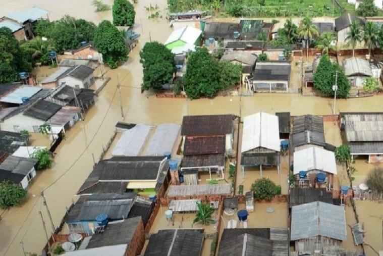 """Acre enfrenta enchentes, covid-19 e surto de dengue: """"3ª Guerra Mundial"""""""