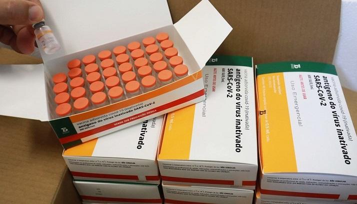 Instituto Butantan e Ministério da Saúde trocam acusações sobre prazo de vacinas