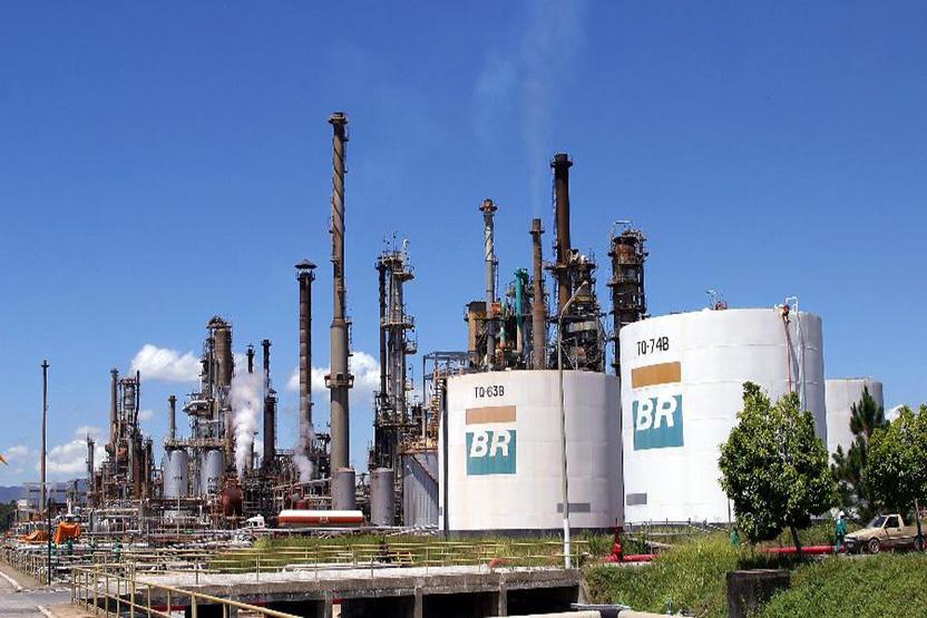 Sindicatos pedem suspensão de venda de refinaria da Petrobras na Justiça