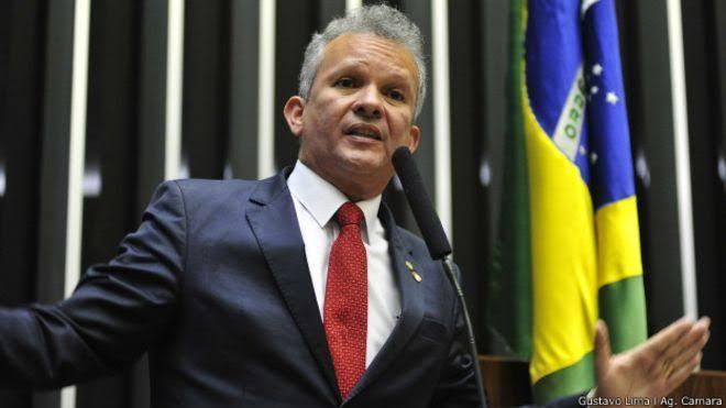 """Líder da Oposição na Câmara, André Figueiredo (PDT-CE): """"Merece ficar preso e ser cassado"""""""