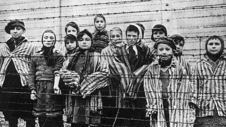 Governo ultranacionalista da Polônia persegue jornalistas e historiadores do Holocausto