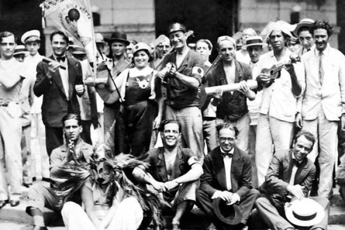 Um século atrás, Brasil comemorava fim da pandemia de gripe com Carnaval histórico