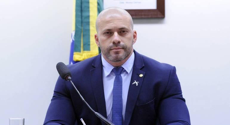Deputado preso publica novo vídeo contra o STF em tom ameaçador: 'Pelo meu país estou disposto a matar'; assista