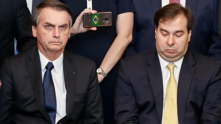 """Bolsonaro quer privatizar Correios; Rodrigo Maia chama de """"agenda fake"""""""