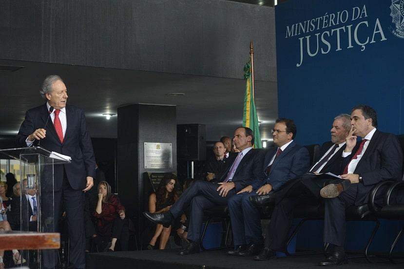 STF dá cinco dias para Ministério da Justiça dizer se cooperação internacional na Lava Jato foi oficial