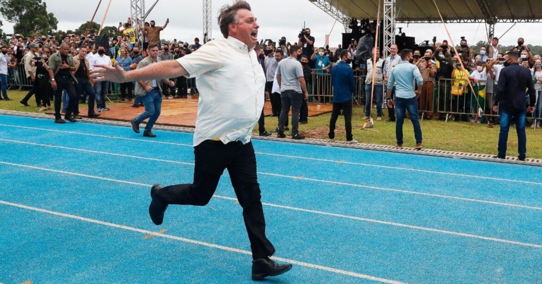 """Bolsonaro sobre cadeira presidencial: """"Desgraça, mas é uma missão"""""""