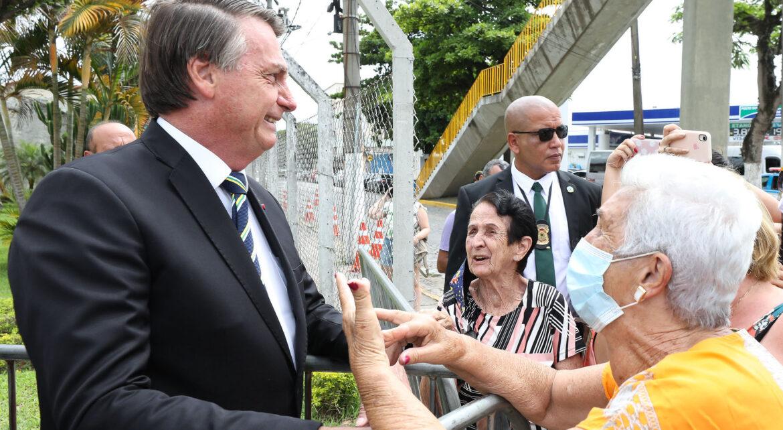 Com 250 mil mortos, Bolsonaro distorce pesquisa alemã  para criticar uso de máscaras