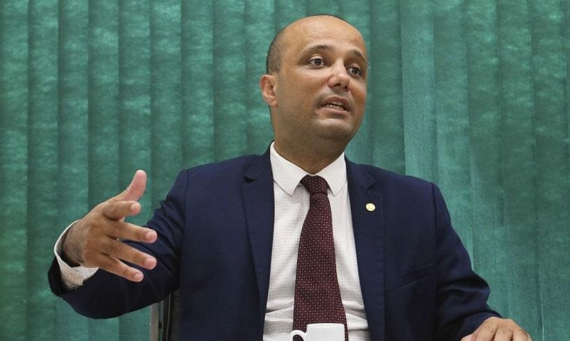Líder do PSL na Câmara critica prisão de Daniel Silveira: 'não houve flagrante'