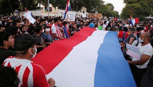 Paraguaios pedem renúncia do presidente