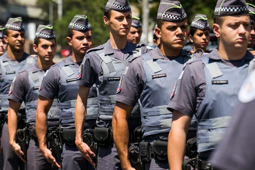 Policiais chamam Bolsonaro de traidor