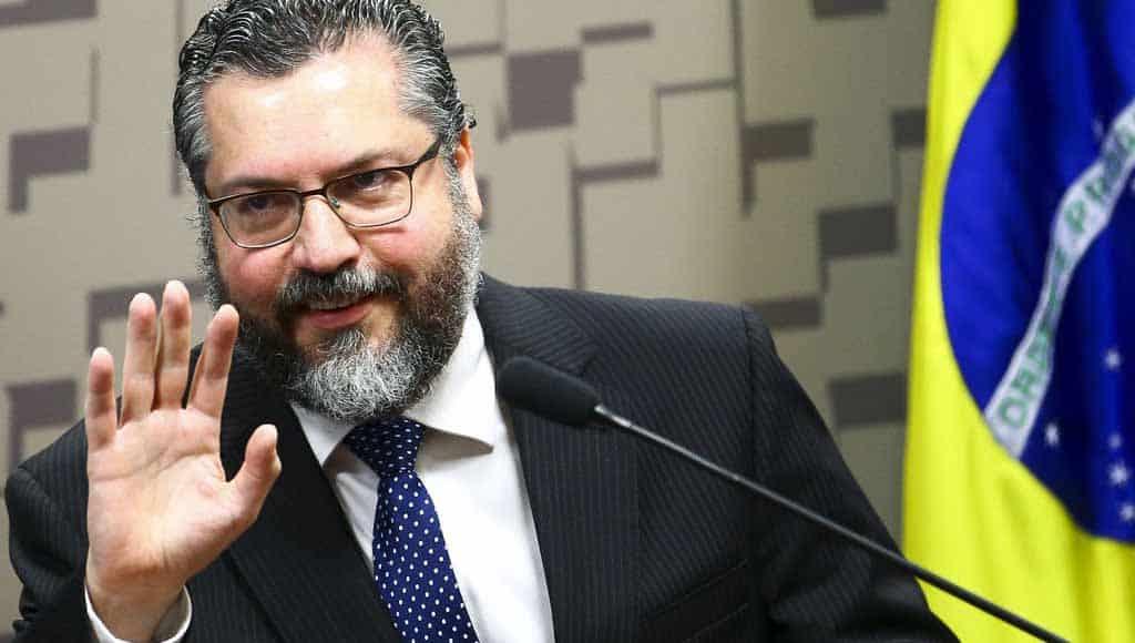 Ernesto Araújo demissão