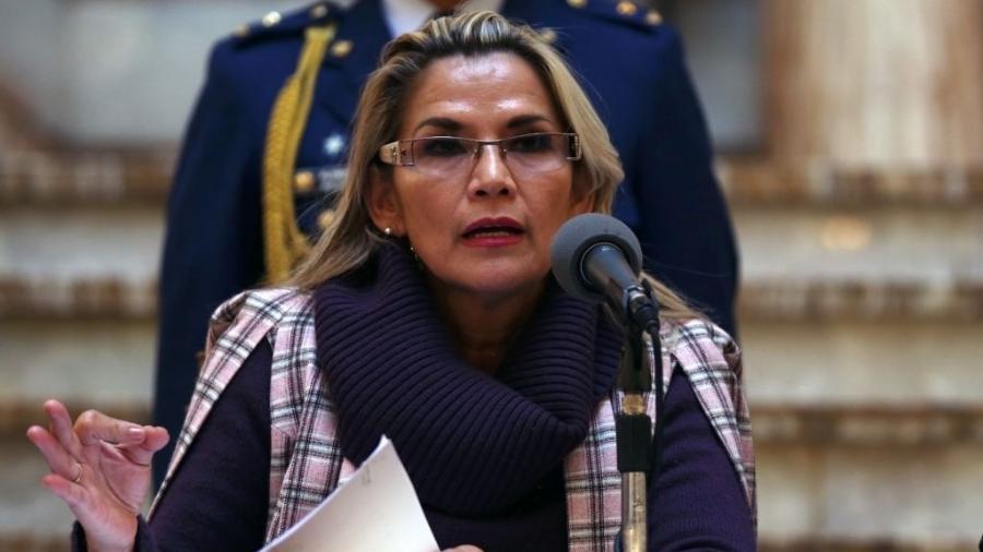 Ex-presidente autoproclamada da Bolívia é presa por terrorismo