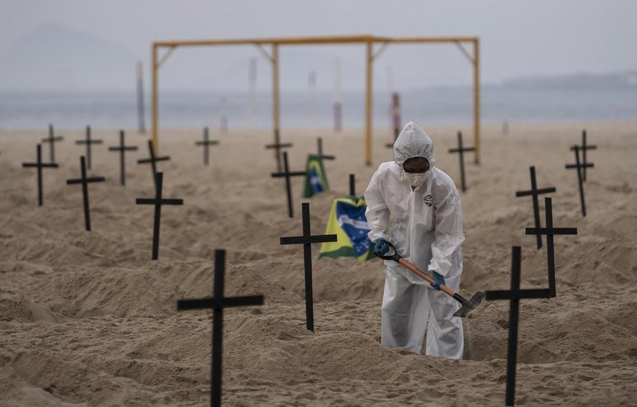 Brasil atinge 270 mil mortos