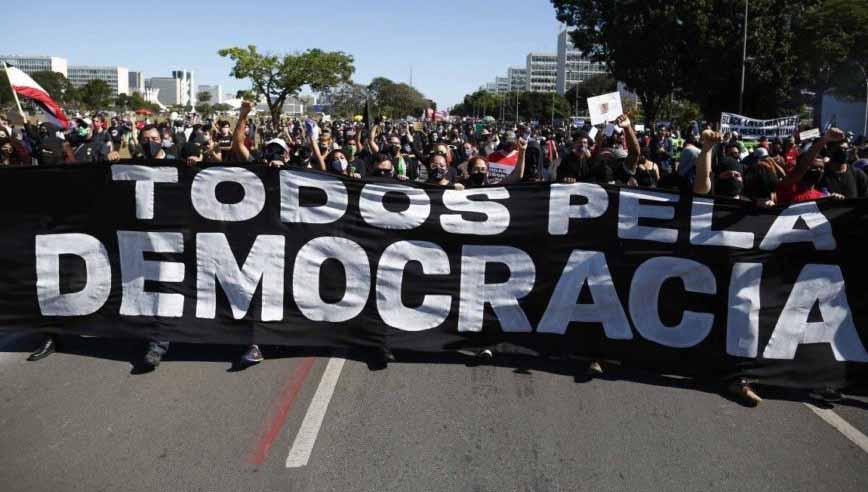 Seis presidenciáveis fazem manifesto conjunto em defesa da democracia