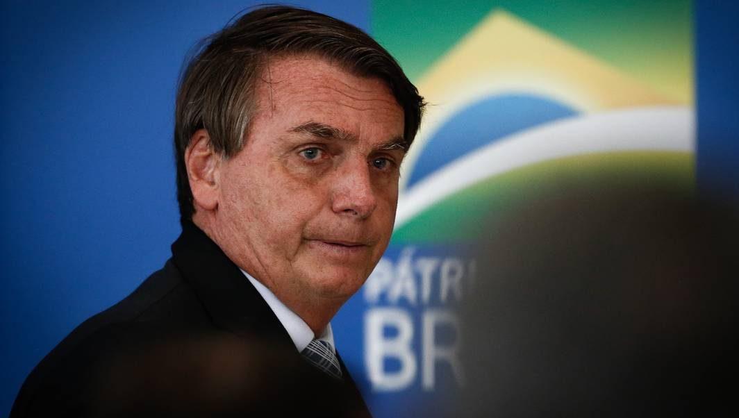 Bolsonaro anuncia comitê anticovid com autoridades após 1 ano de pandemia
