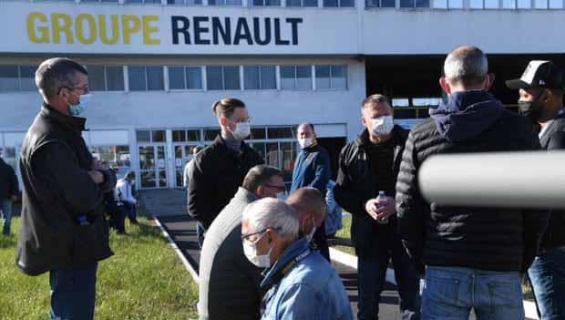 Trabalhadores franceses sequestram gerentes da Renault para evitar demissão