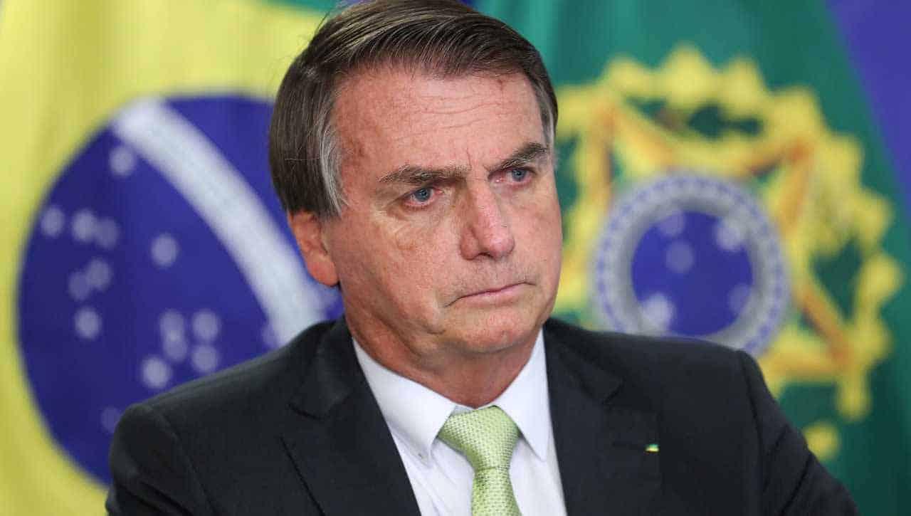 """Vídeo: Bolsonaro compara covid a HIV e diz que """"não tem vacina"""""""