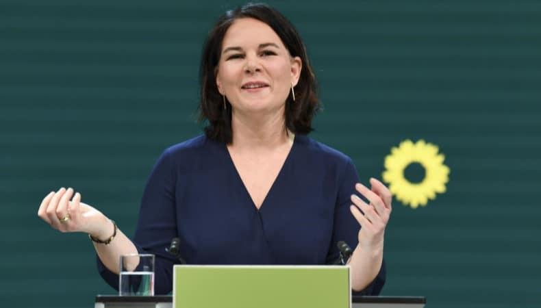 """Alemanha: Candidata """"verde"""" surge como opção para a sucessão de Merkel"""
