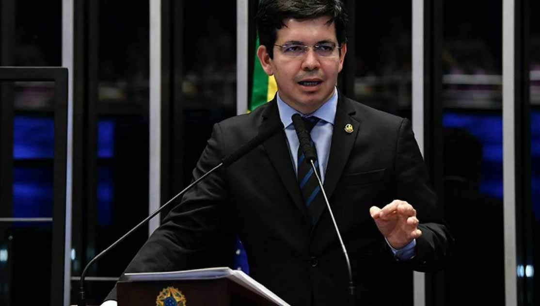 """Randolfe Rodrigues diz que Bolsonaro está com medo de CPI da Covid: """"Sentiu"""""""