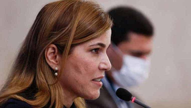 'Capitã Cloroquina' compartilha post pró-cloroquina antes de ir à CPI da Covid