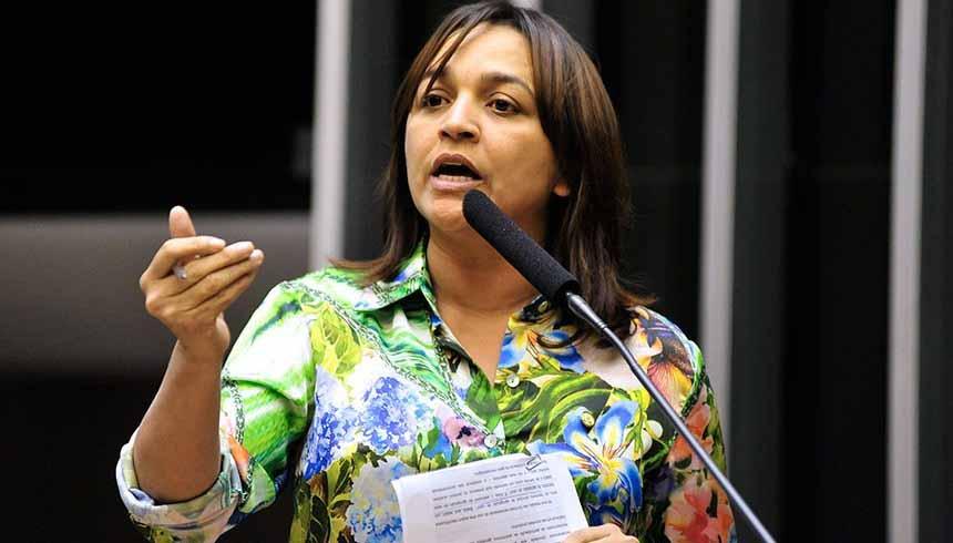 """Vídeo: Senadora diz que Pazuello está """"brincando com a nossa cara nessa CPI"""""""