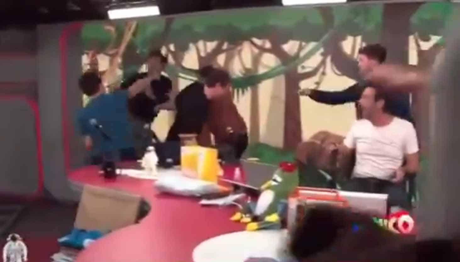 Vídeo: Bolsonarista agride ex-bolsonarista do Pânico, na Jovem Pan