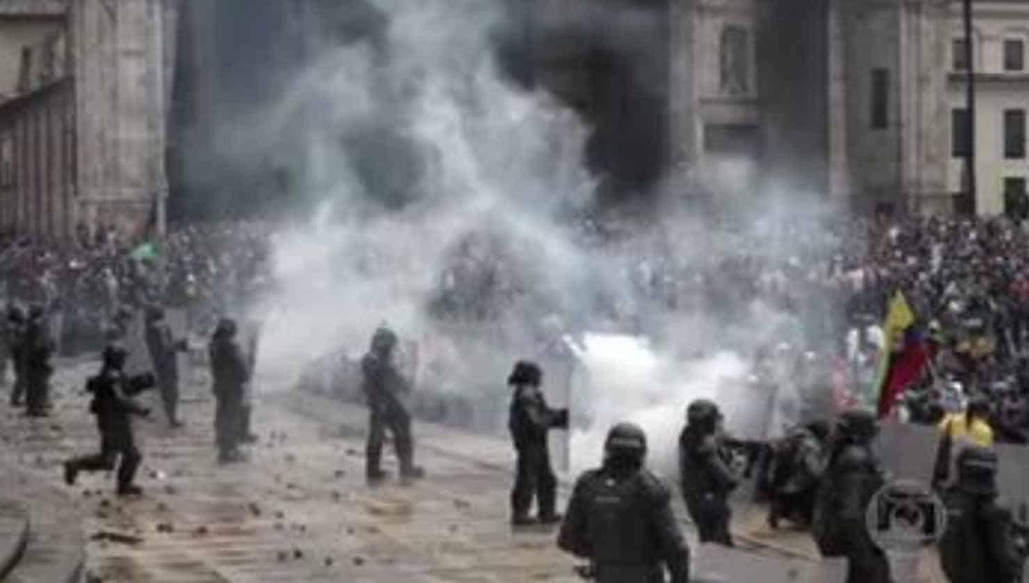 polícia abriu fogo Colômbia