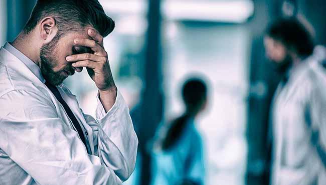 Trabalhar 'demais' mata quase 1 milhão de pessoas por ano no mundo, revela estudo