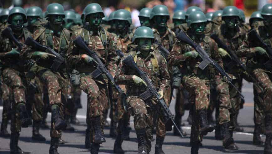renúncia de comandante do Exército