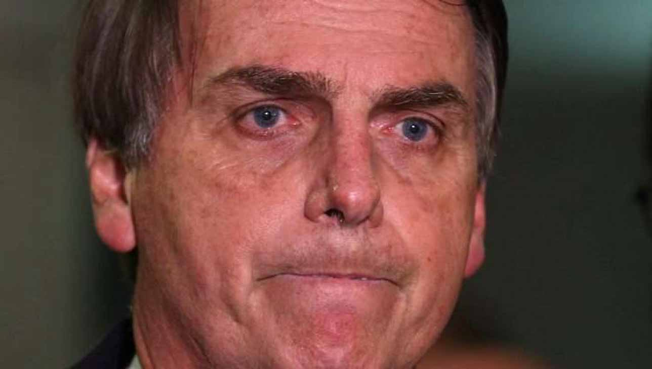 """Vídeo: """"Fora genocida!""""; Bolsonaro é vaiado e xingado ao entrar em avião"""