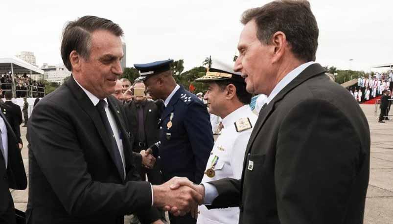 'Embaixador' de Bolsonaro, Crivella está com o passaporte apreendido pela PF
