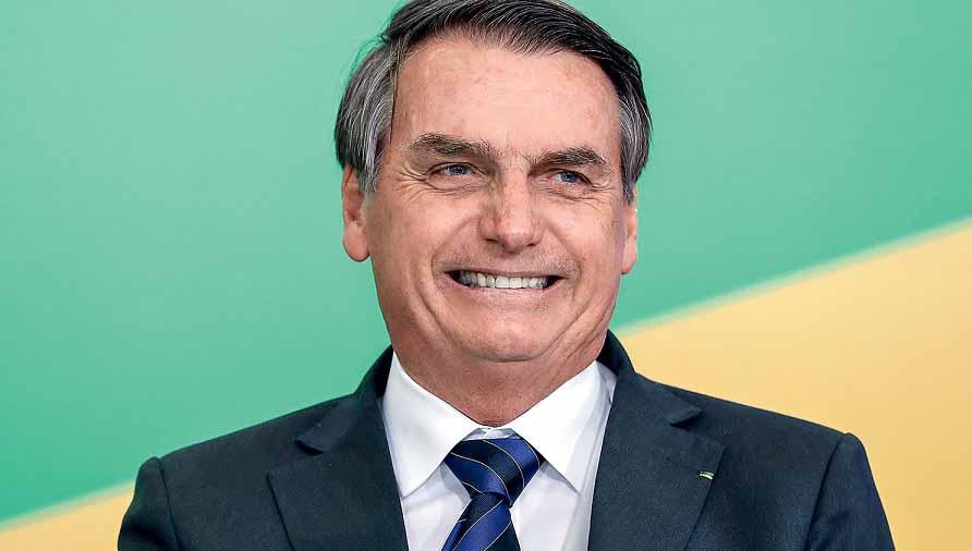 'Um ano depois', Bolsonaro se reúne com presidente da Pfizer