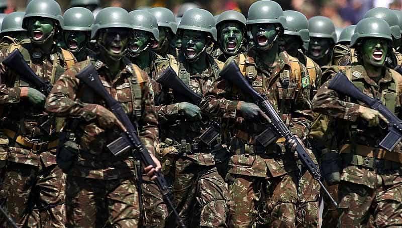 'Com ou sem Bolsonaro', militares planejam ficar no poder, diz coronel