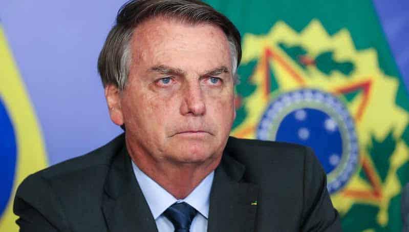 Bolsonaro avalia acabar com abono salarial para aumentar Bolsa Família