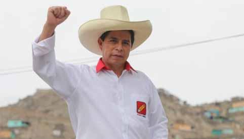 Castillo passa Fujimori no fim