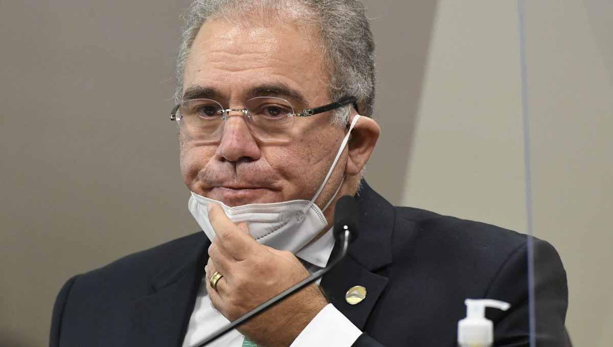 Após dizer que cloroquina não funciona, Bolsonaro força demissão de Queiroga