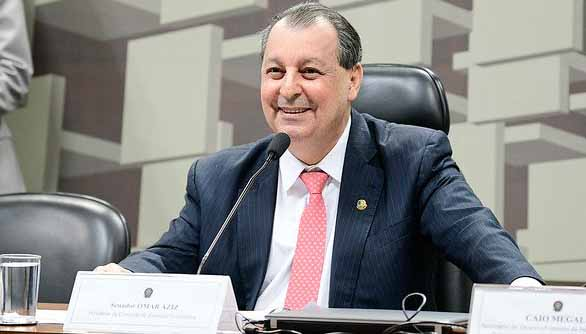 Omar Aziz debocha de Bolsonaro