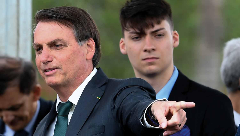 Ministro confirma reunião com filho de Bolsonaro