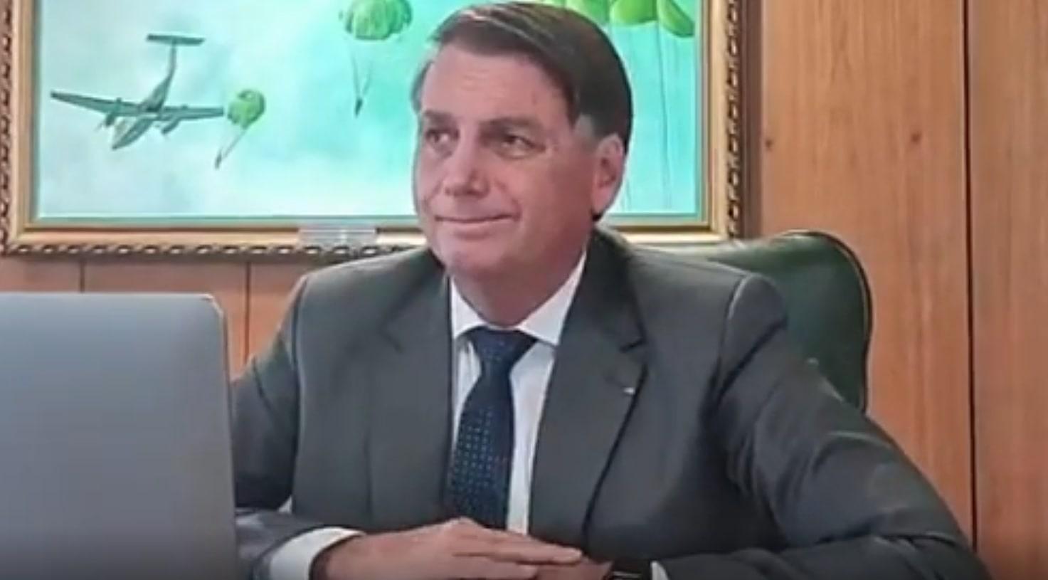 Bolsonaro peida ao vivo em entrevista
