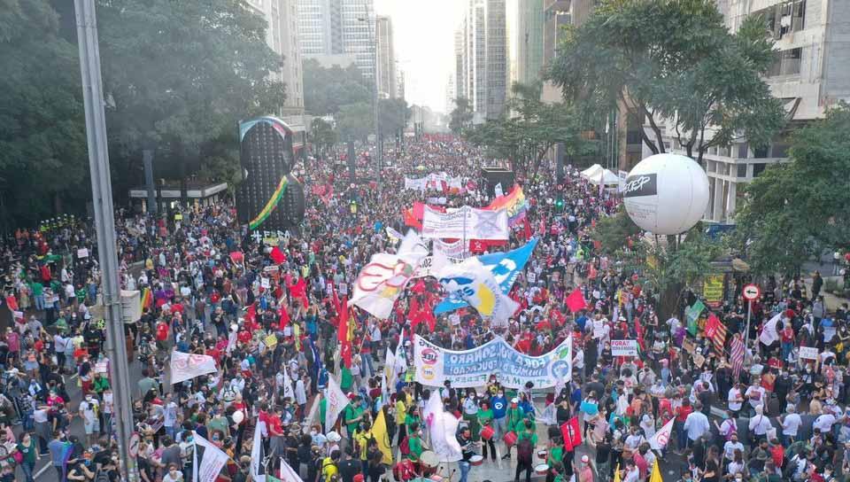 Manifestantes lotam Avenida Paulista