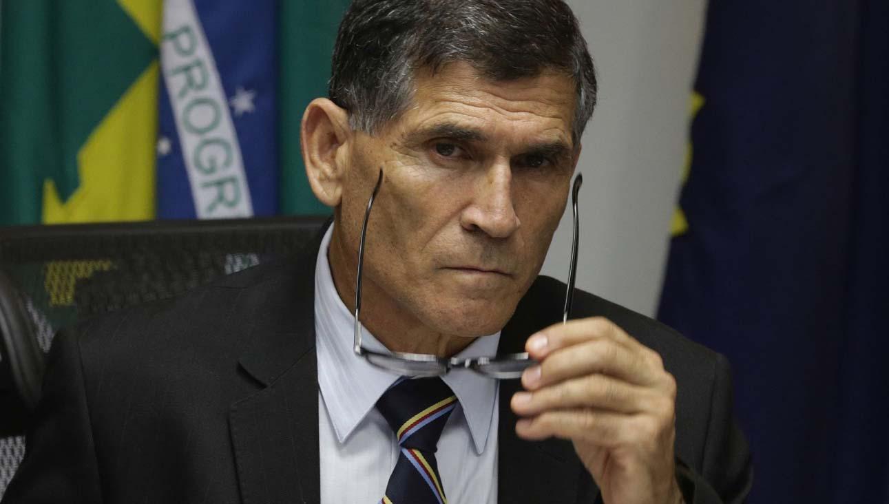 Santos Cruz detona Bolsonaro