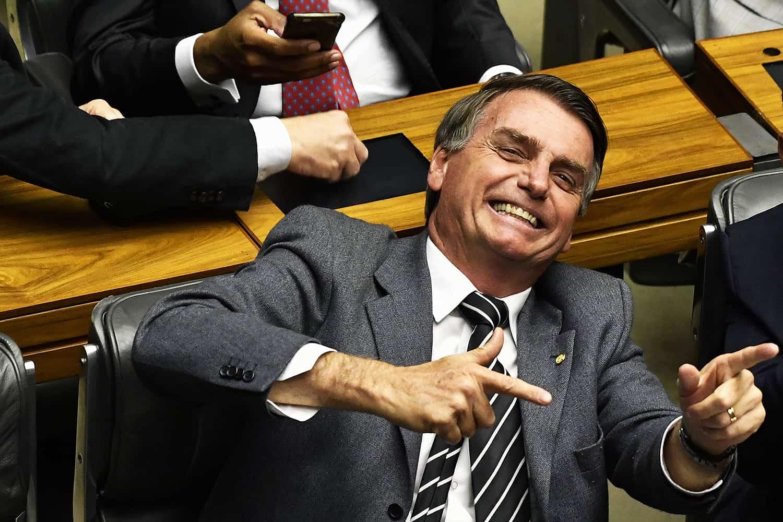 Bolsonaro mandou jatos sobrevoarem STF