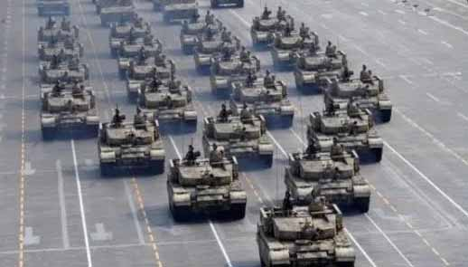 Deputado bolsonarista exalta desfile militar