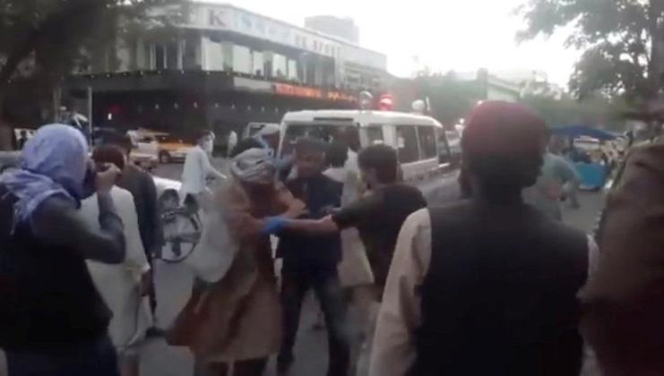 Homem-bomba se explode em aeroporto no Afeganistão