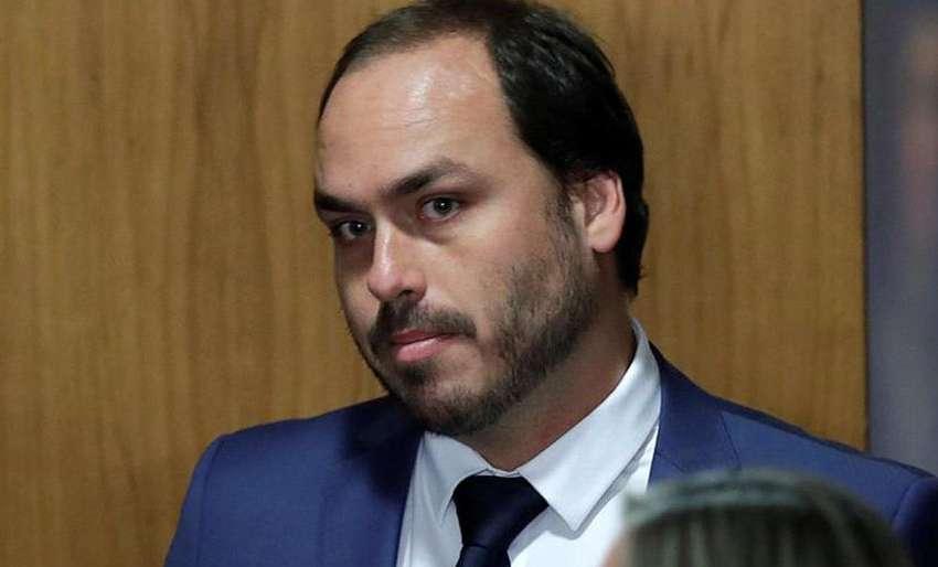 Moraes estuda prisão de Carlos Bolsonaro