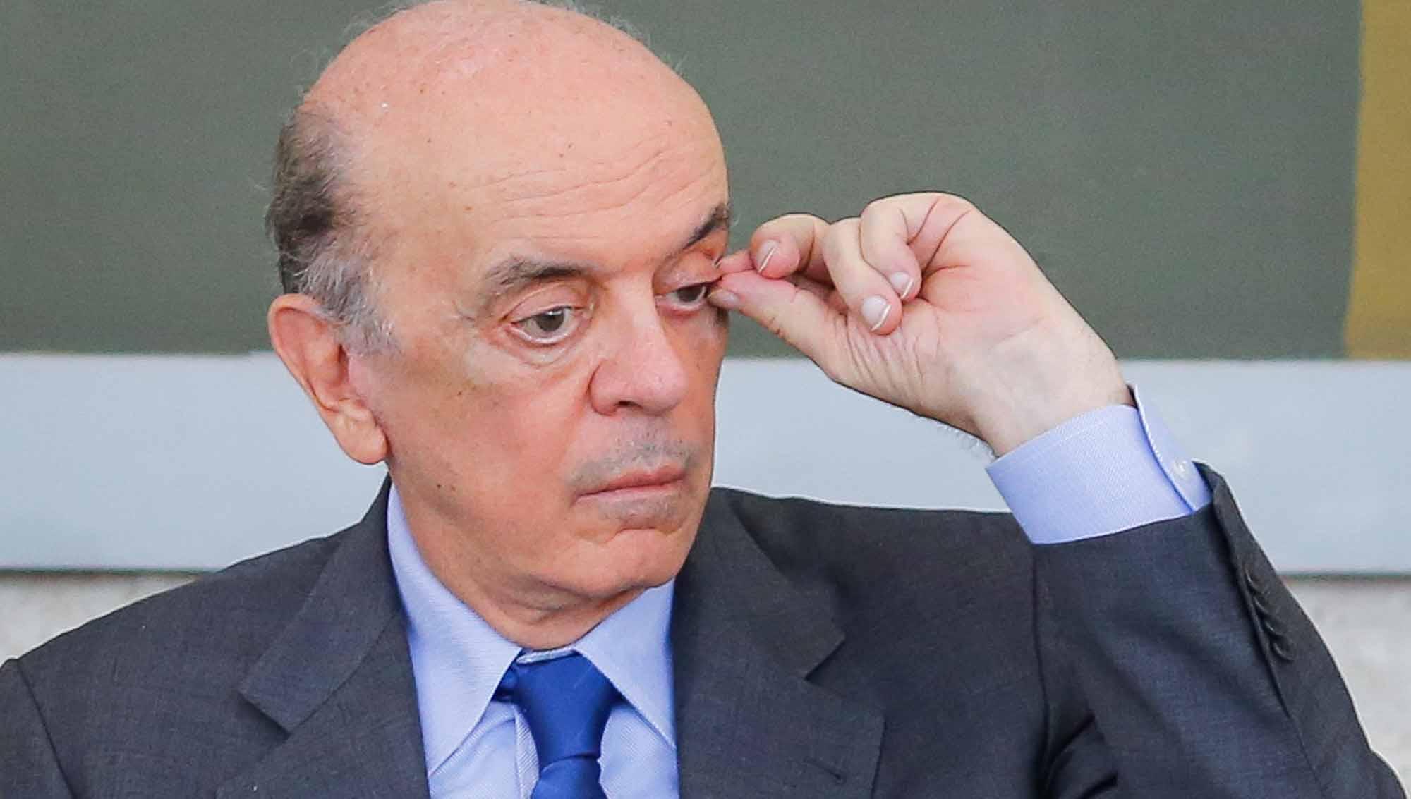José Serra pede afastamento do Senado